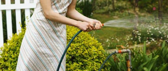 Gartenarbeit Gartenschlauch