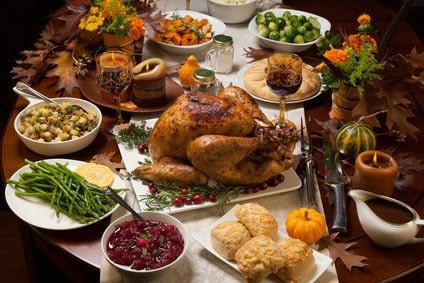 Tisch decken zu Thanksgiving