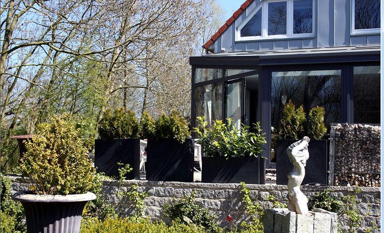 Pflanzkübel Reihe als Raumteiler und Sichtschutz