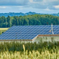 Erneuerbare Energien selbst erzeugen - Solaranlagen auf dem Dach