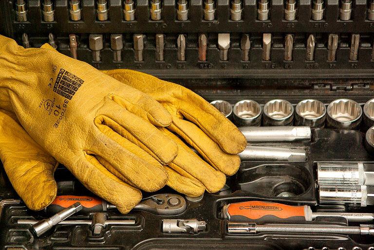 Sicherheit im Haushalt - Handschuhe helfen schon mal in vielen Fällen.