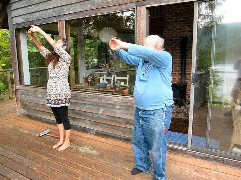 Den Terrassenbereich überdachen macht Yoga bei jeder Witterung möglich.