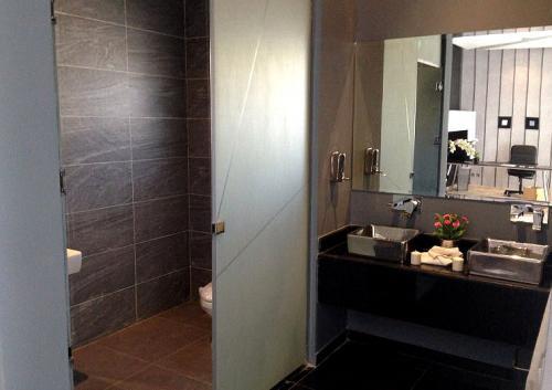 Ein Badezimmer zu renovieren kann wahre Wunder bewirken.